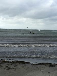 En surfski er perfekt til at kunne klare de danske kysters bølgeforhold.